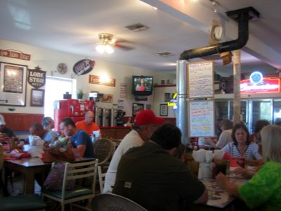 Kuntry Kafe style interior